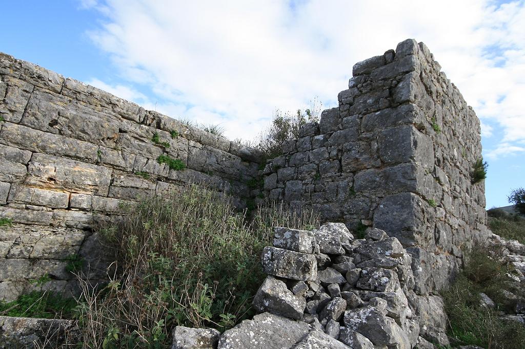 όψη τείχους κάστρο Αμφιλοχίας