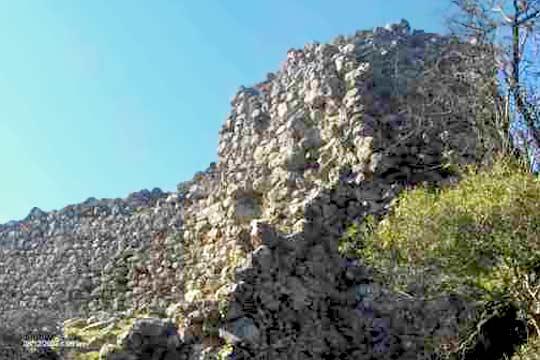 τείχη κάστρου Εμπεσού