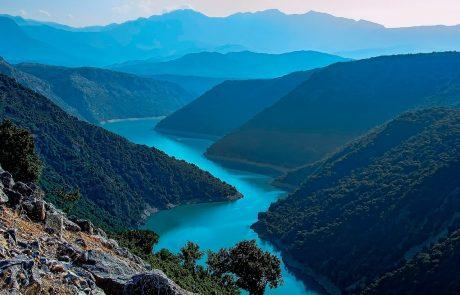 λίμνη κρεμαστών από ψηλά